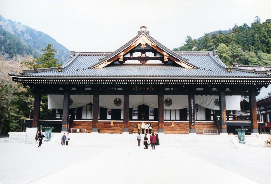 001 身延山久遠寺 本堂